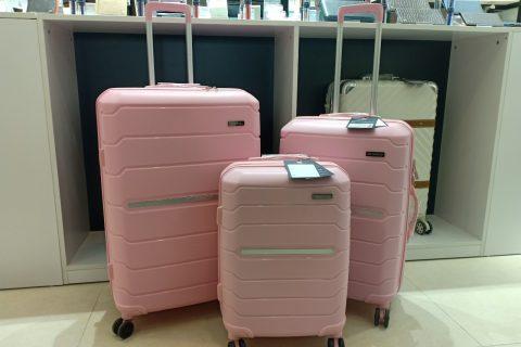 Bộ vali được chờ đợi nhất của Tresette có giá cả phải chăng và nhiều màu sắc.